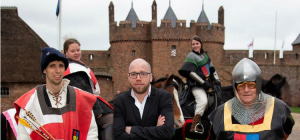 Nieuwe Revu: Onze man in Doornenburg, bij de Knights of the Four Quarters